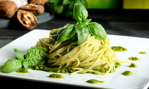 - Spaghetti mit Basilikum Pesto -